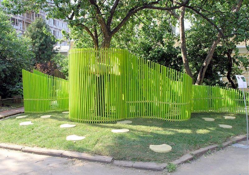 Интересный забор своими руками 72
