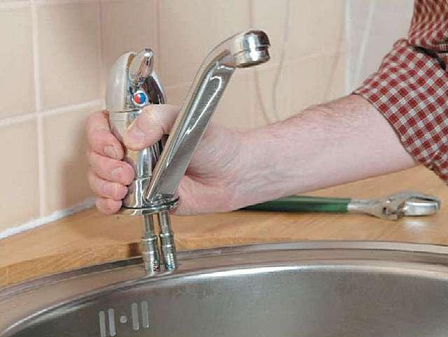 Установка смесителя на раковину своими руками
