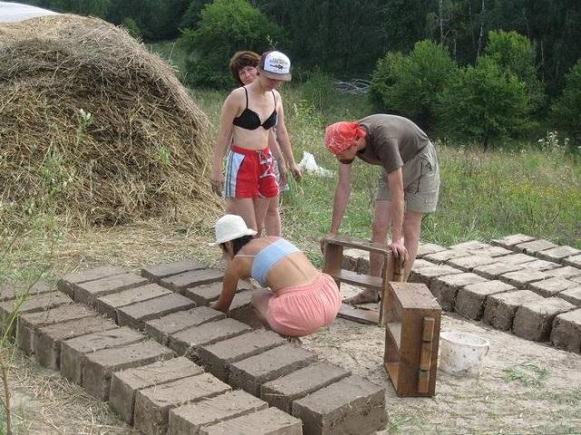 Как сделать кирпичи из глины