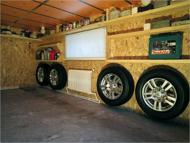 В таком гараже приятно и комфортно находиться даже в зимнюю стужу