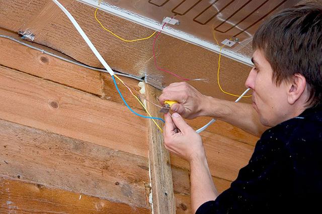 Соединение монтажных проводов ПЛЭН с силовыми проводами