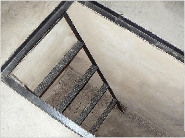 Как сделать лестницу в погреб гаража