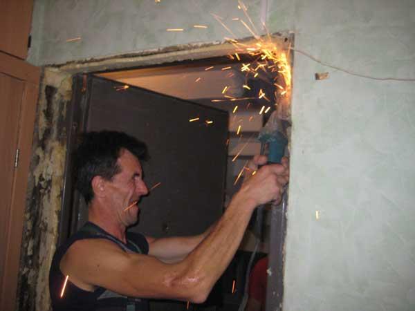 установка металлической двери в панельном доме