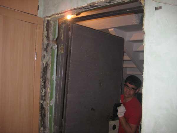 Демонтаж железных дверей своими руками