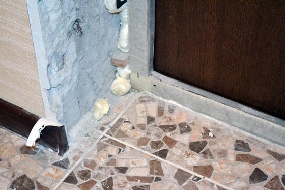 Облагораживание входной двери своими руками