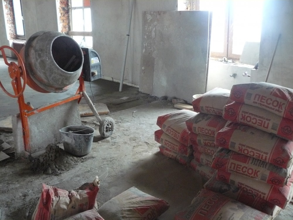 Как правило, стяжка выполняется при помощи цпс — цементно-песчаных смесей, которые составляются по соответствующим пропорциям.