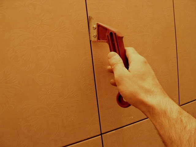 Чем почистить швы между плиткой домашних условиях