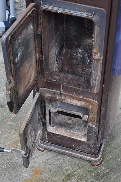 Печь милано с открыты дверцами